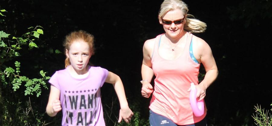 Dawn Watson and Savannah running at Livingstone parkrun