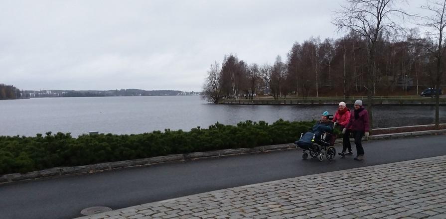 Jansku im Rollstuhl - bei Wind und Wetter
