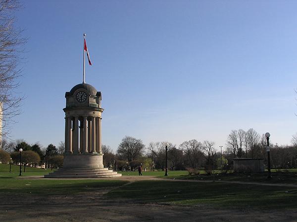 Victoria-park-kitchener-monument