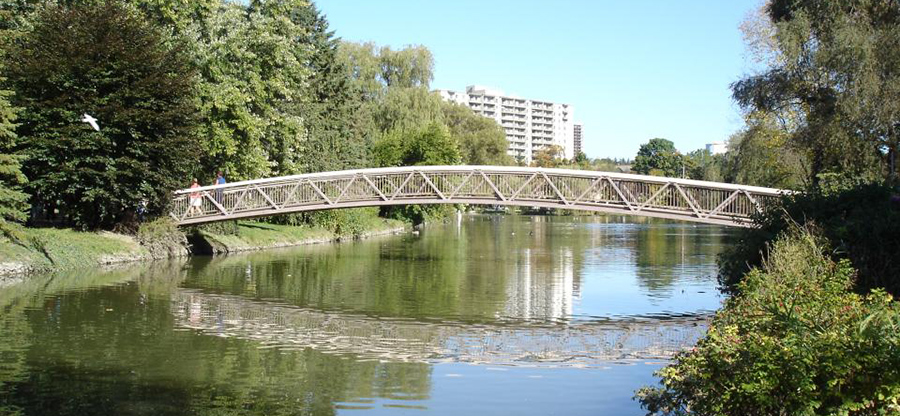 Victoria_Park_bridge,_Kitchener