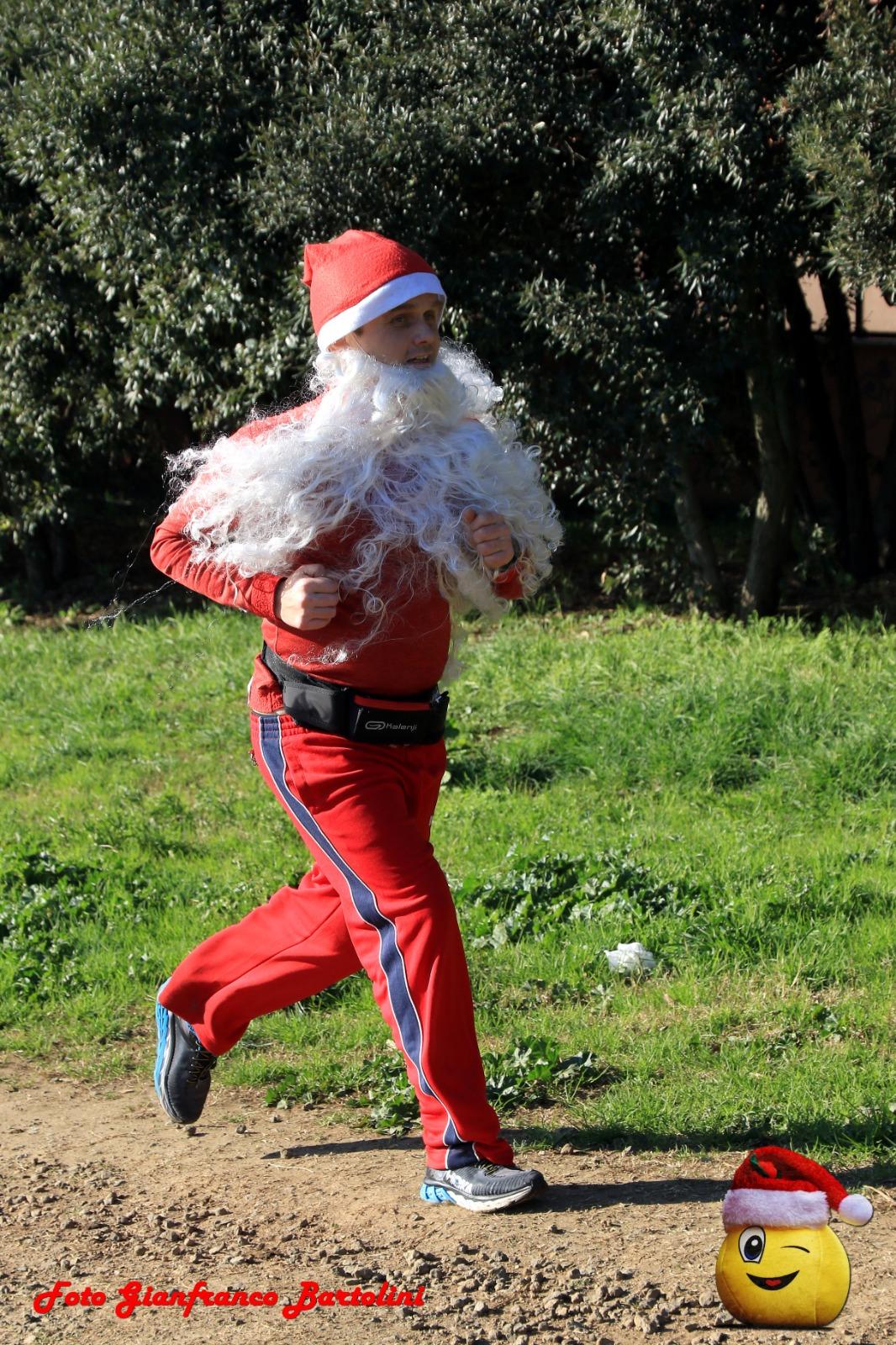 Babbo natale di corsa perché in ritardo con i regali