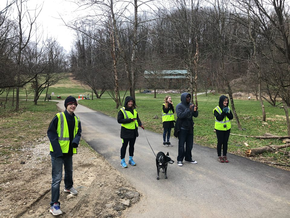 leakinpark_20180407_volunteerscheering