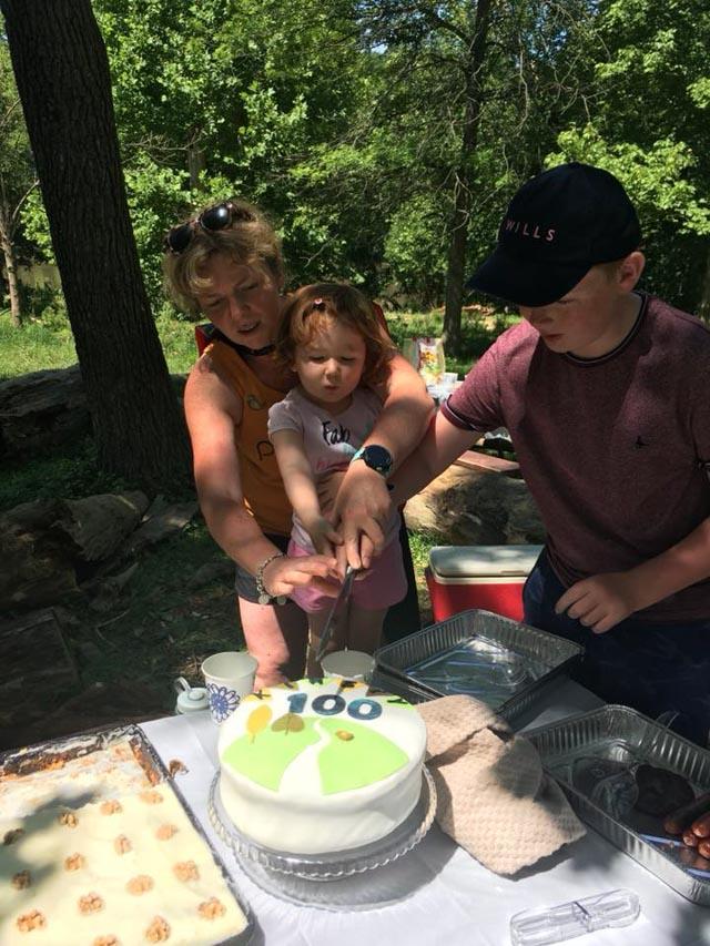 10fletcherscove_20180617_kirsty hugh cut cake_web