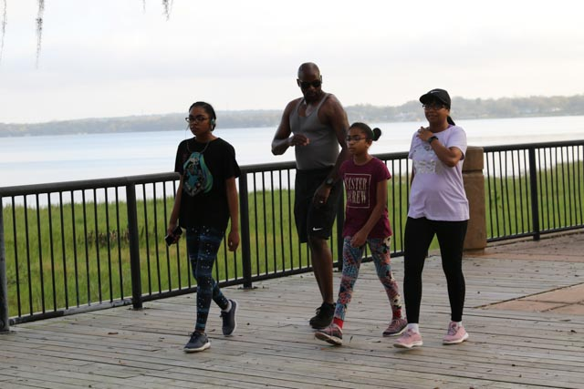 clermont_20190223_walkingfamily_web