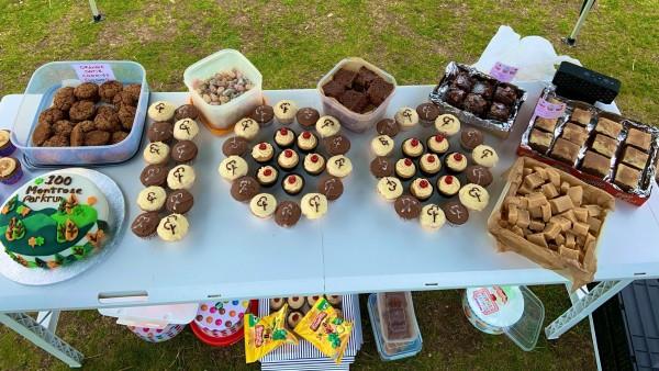 Event 100 cakes